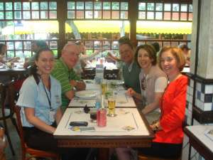 Eu, Dick (camisa verde), Michael, Marilyn, Barbara (blusa vermelha)