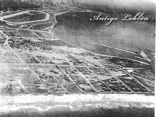 Praia do Leblon, ainda um areal, com o Jockey Club em construção. No canto à direita, o Jardim de Alá, que era apenas um canal natural, sem a ilha do Clube Caiçaras. 1929